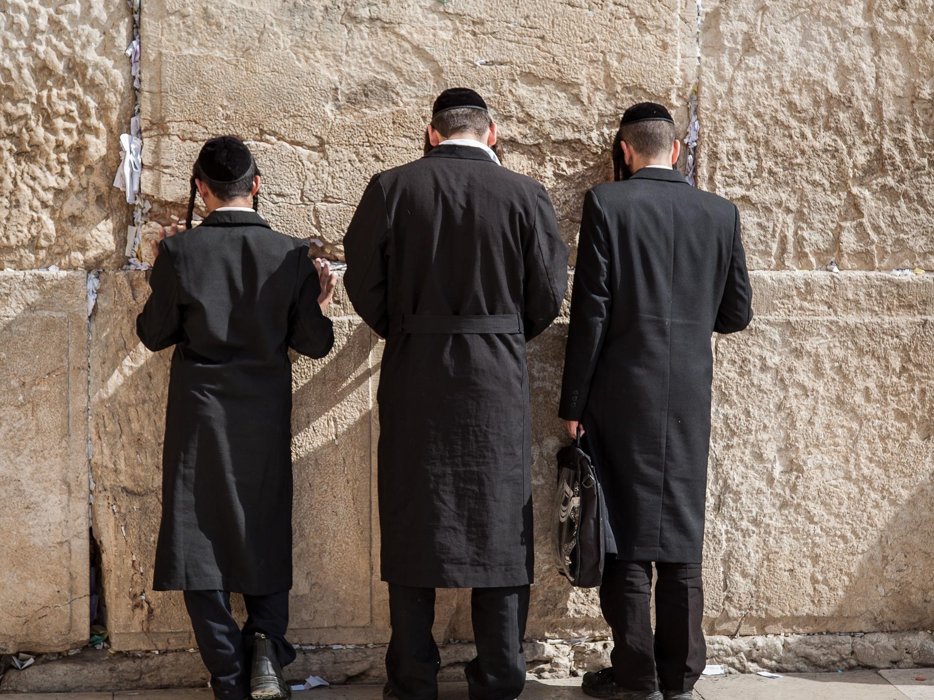 דתיים מתפללים